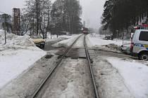 Přejezd, na kterém došlo k nehodě mezi vlakem a favoritem