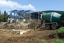 Na Ramzové se staví nová čtyřsedadlová lanovka