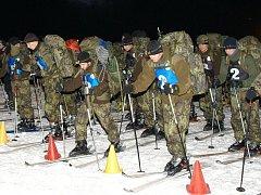 Snímky z úvodu závodu armádních týmů Winter Survival 2012