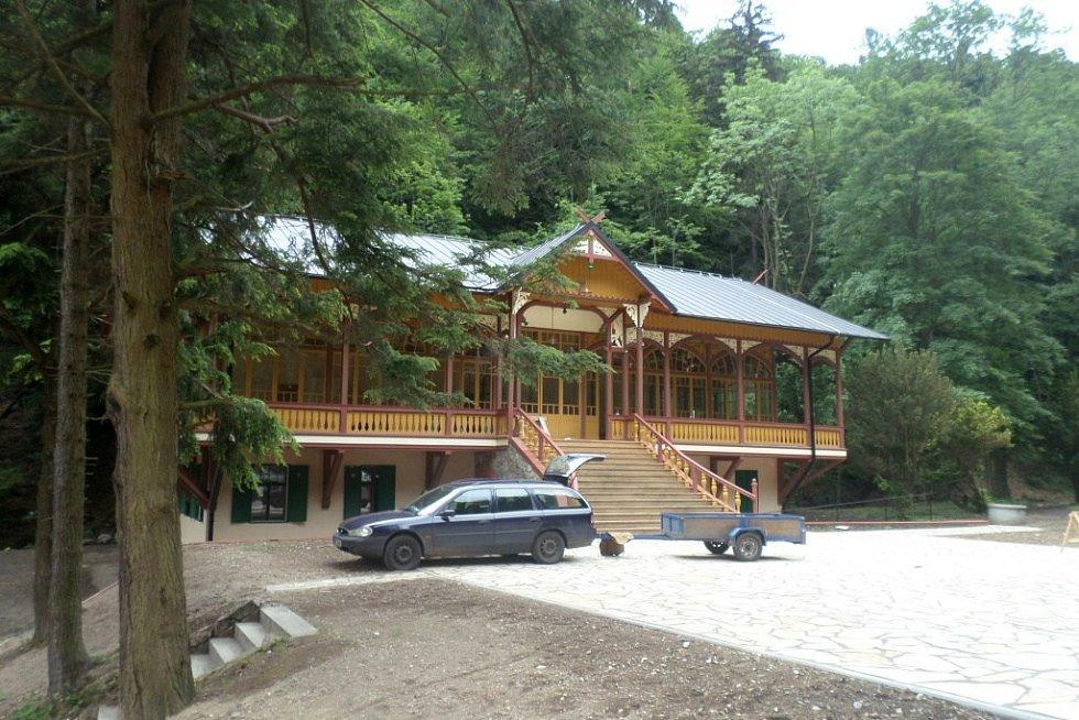 Tančírna v Račím údolí u Javorníku po rekonstrukci. Stav v červnu 2015.