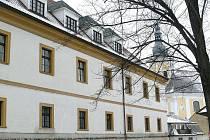 Zábřežský zámek, v němž sídlí část odborů městského úřadu