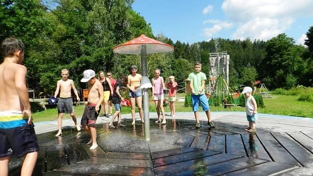 Novou atrakci – fontánu pro děti v podobě vodního hříbku spustili v těchto dnech v rekreačním středisku Bozeňov u Zábřeha.