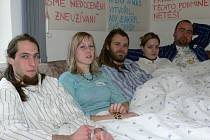 """""""Pyžamový"""" protest šumperského sdružení, které pomáhá lidem závislým na drogách"""