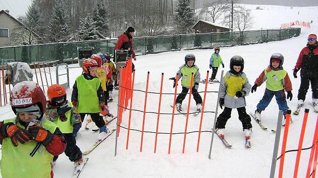 Velmi příjemný areál pro rodiny s dětmi je například středisko Oáza v Loučné nad Desnou, kde se v minulých dnech učily lyžovat děti z mateřských škol