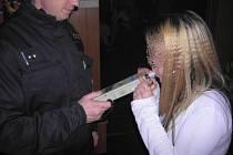 Sedmnáctiletá dívka v podniku Esco Bar, u které dechová zkouška ukázala 1,92 promile alkoholu v dechu.