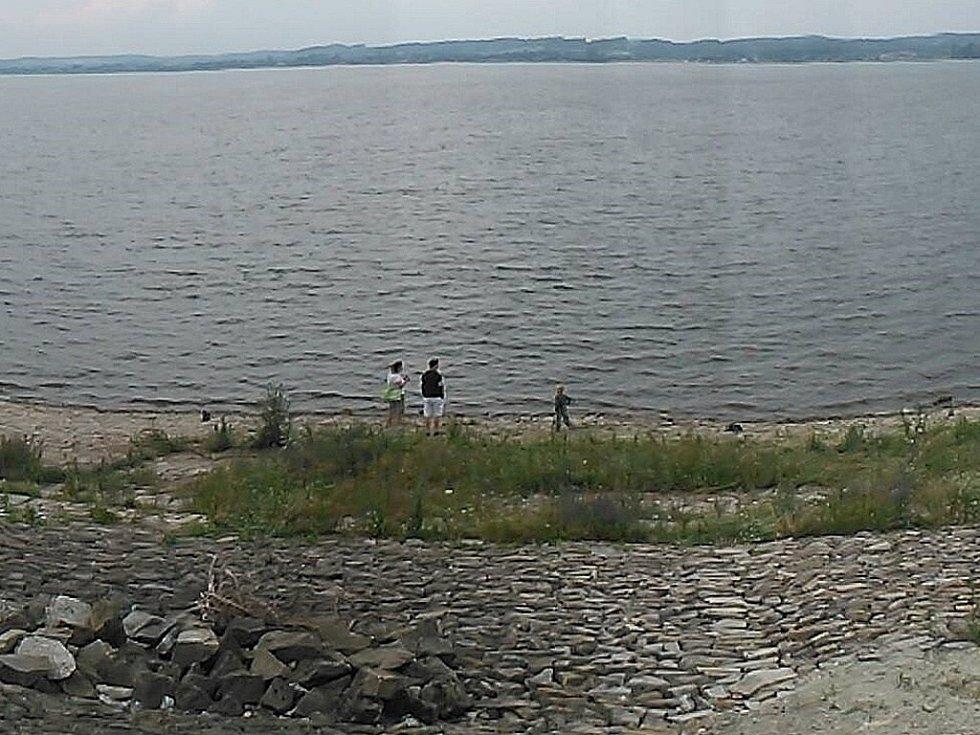 Jezero u polského města Nysa.