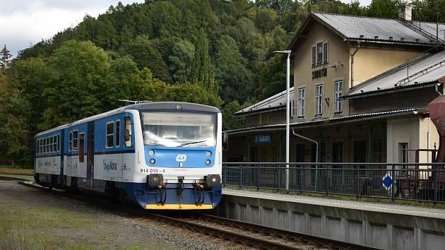 Železniční stanice Sobotín v Petrově nad Desnou.