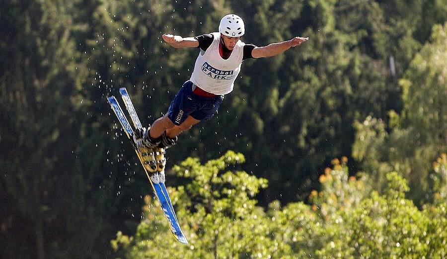 Trénink na závod světového poháru v akrobatických skocích do vody ve Štítech
