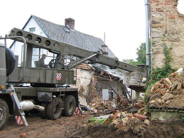 Demolice domu v Bernarticích