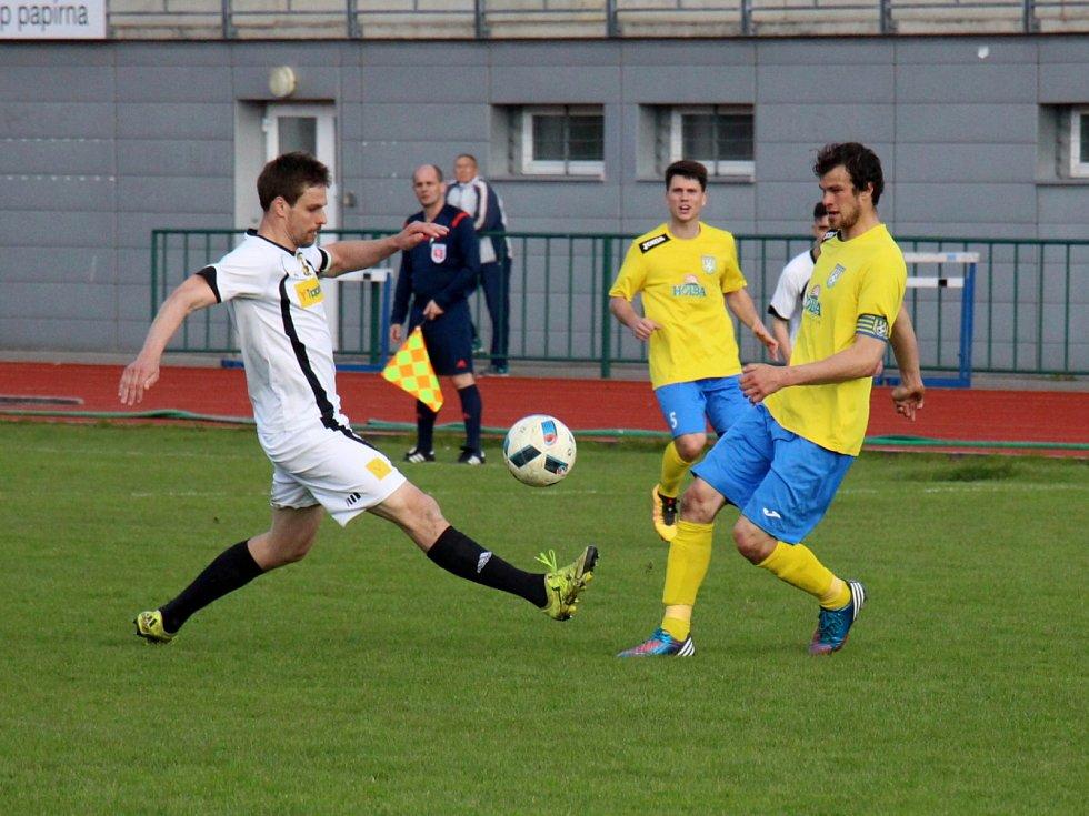 Šumperk (ve žluté) proti Novým Sadům