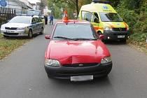 Hned dvakrát během půl hodiny boural v úterý 8. října šedesátiletý řidič. Nejprve srazil chodce, když pokračoval v jízdě, tak narazil do stojícího auta.