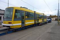 Plzeňská tramvaj Astra před složením v areálu Pars nova.