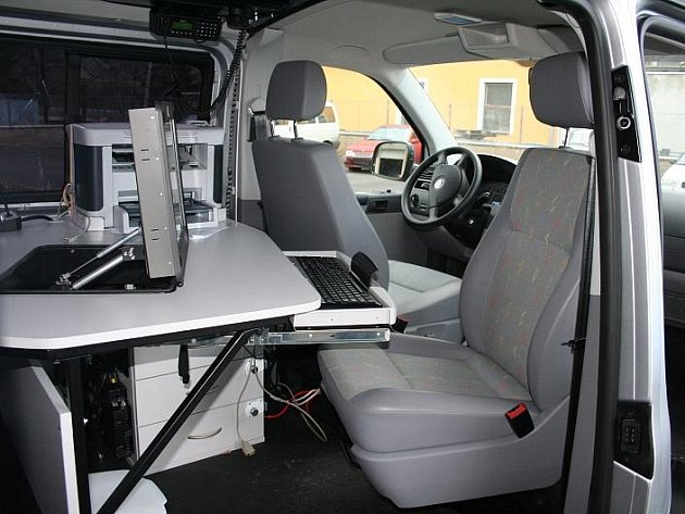 Pohled do útrob nového vozidla jesenické policie