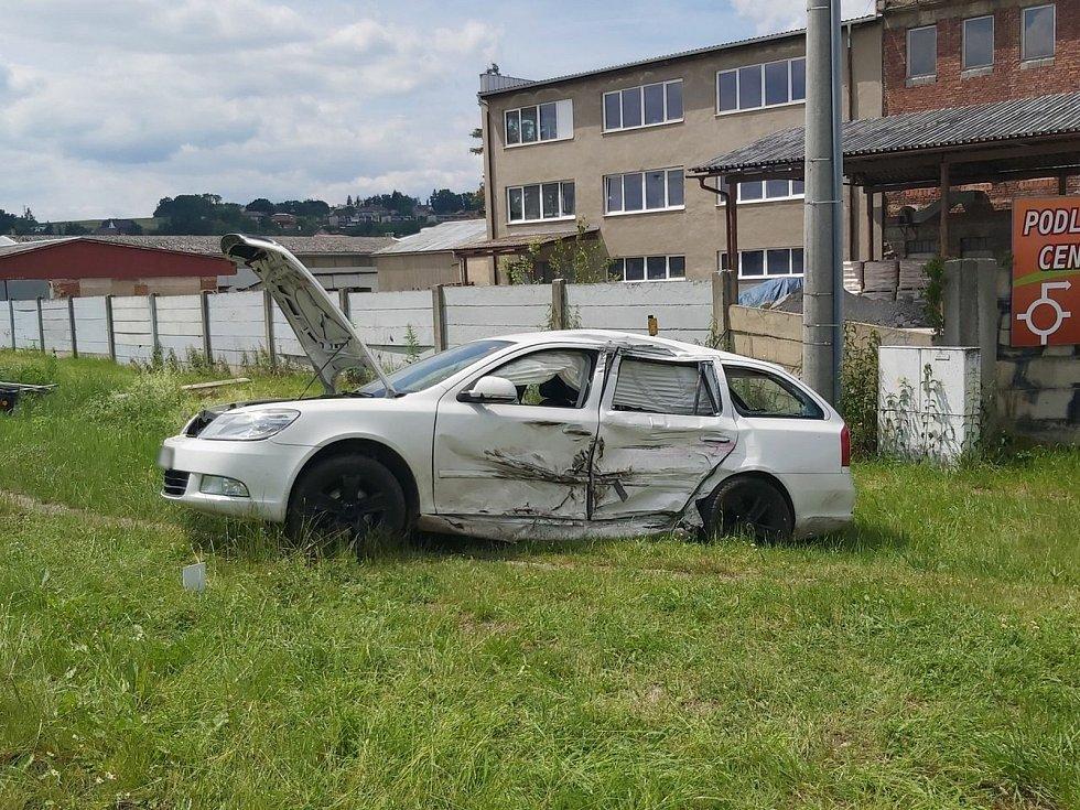 Dopravní nehoda čtyř aut na kruhovém objezdu v Zábřehu - 15. 6. 2020