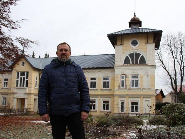 Jednatel společnosti Schrothovy léčebné lázně Michal Dyntera v lázeňském areálu.