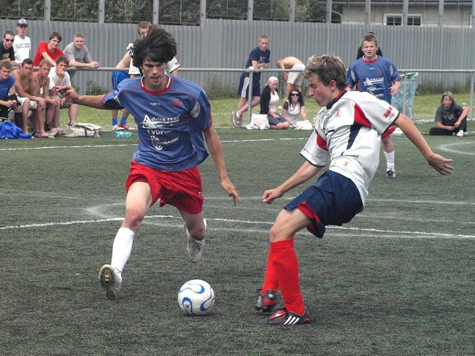 Hráči Delty Real (tmavý dres) vyhráli Holba cup 2008.
