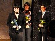 Ocenění za druhé místo v soutěži Gloria Musaealis v kategorii Muzejní výstava roku 2011 si převzala ředitelka jesenického muzea Veronika Rybová.