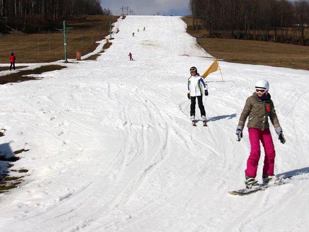 Jeden z menších vleků v lyžařském středisku v Kunčicích na Staroměstsku ve čtvrtek 10. března