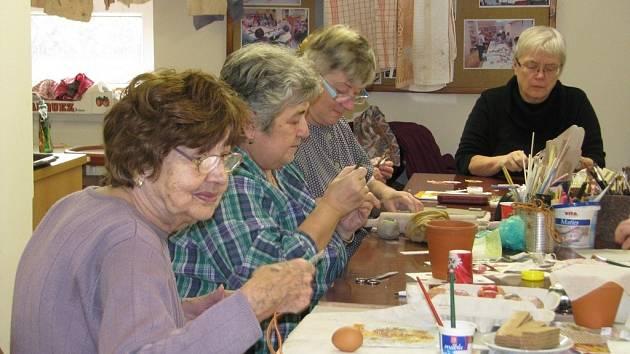 Výtvarná dílna pro seniory ve společnosti Pontis.