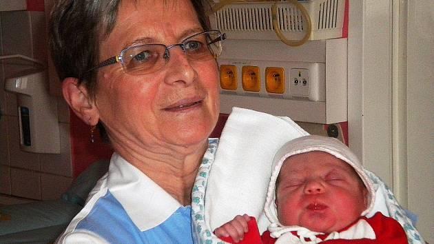 Holčička z šumperského babyboxu už v náručí zdravotní sestry