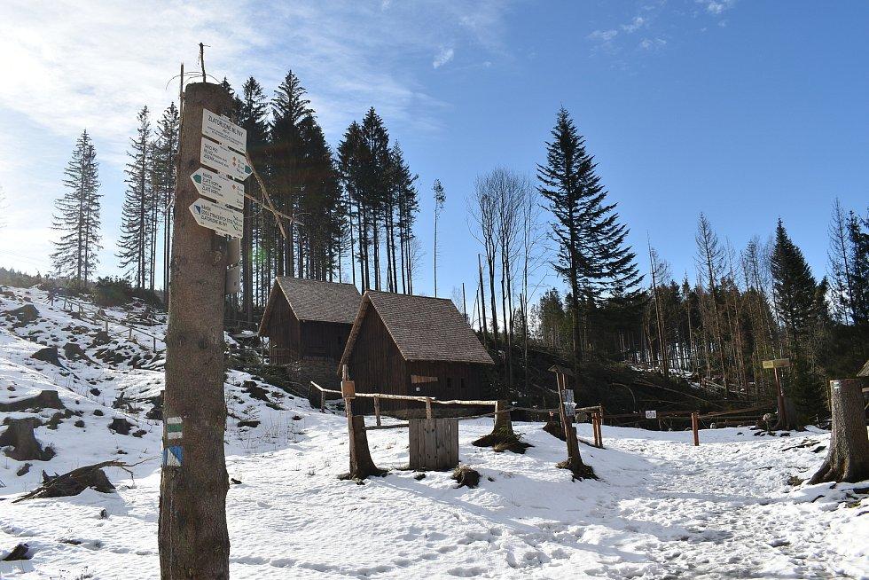 Škody po vichřici ve zlatokopeckém skanzenu ve Zlatých Horách v pátek 22. ledna 2021.