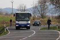 Na frekventované silnici ze Šumperku do Bratrušova se pohybuje řada cyklistů a dokonce i chodci. Většímu bezpečí zde přispěje plánovaná cyklostezka.