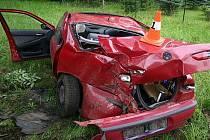 Jednadvacetiletá řidička dostala smyk, z auta zbyla hromada plechu