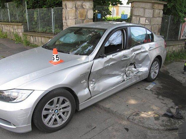 BMW nedalo přednost na křižovatce ulic Revoluční a Lidická