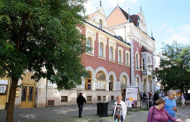 Budova šumperkého divadla na Hlavní třídě.