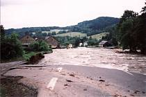 Loučná nad Desnou v době povodní v červenci 1997.