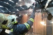 Ve Vidnavě hořela střecha domu