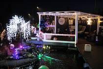 Vánoční světelná výzdoba domu Dany Haukové v Bratrušově