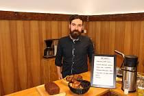 Kavárník Jiří Giesl ve svém oblíbeném podniku Pikola.