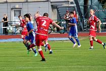 Fotbalisté Šumperku (v modrém) remizovali se Vsetínem 0:0.