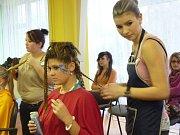 Ze školního kola kadeřnické soutěže Color Cup na SOŠ a SOU v ulici Gen. Krátkého v Šumperku.