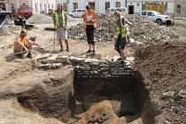 Archeologický průzkum v centru Mohelnice objevil stopy pravěké osady.