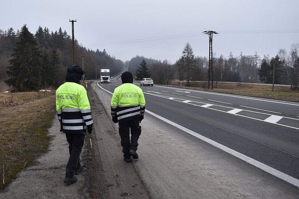 Policejní kontrola na hranici šumperského a svitavského okresu v pondělí 1. března dopoledne u Studené Loučky na Mohelnicku.
