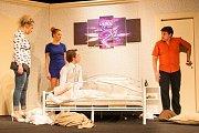 Dokonalá svatba – to je třetí premiéra Divadla Šumperk, kterou herecký soubor naservíruje v sobotu 17. prosince. Diváci se mohou těšit na skvělou současnou anglickou komedii, plnou suchého humoru, která patří ke kasovním trhákům posledních let.