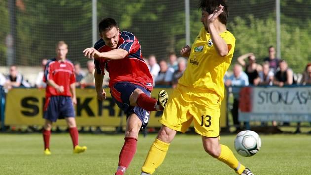 Kravaře versus Mikulovice (červené dresy).