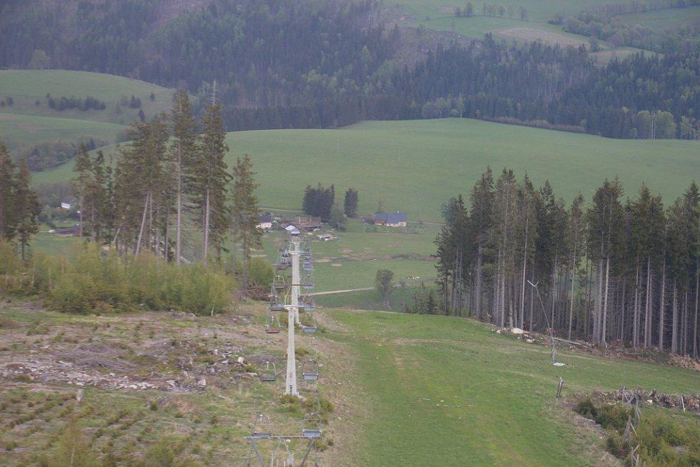 Rozhledna Stříbrná Twiggy mezi Hynčicemi pod Sušinou a Stříbrnicemi na Šumpersku.
