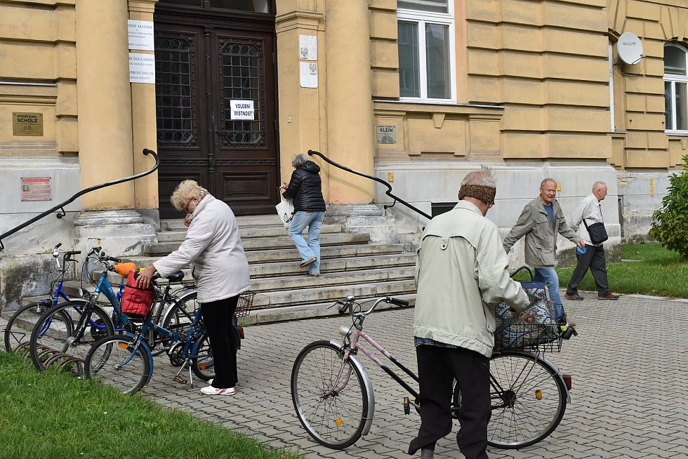 Volby do krajských zastupitelstev v pátek 2. října 2020 na obchodní akademii v Šumperku.