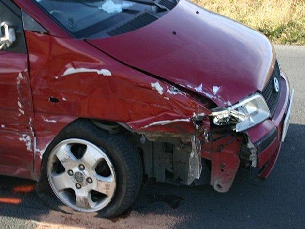 Dva vozy se srazily v sobotu 26. listopadu ráno nedaleko Zlatých Hor