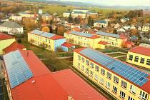 Základní škola Boženy Němcové po rekonstrukci za desítky milionů korun.