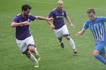 Fotbalisté Mohelnice (ve fialové). Ilustrační foto