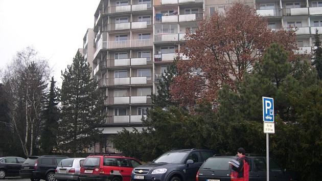 Petici proti parkovacímu domu podepsalo téměř sedmdesát obyvatel sídliště Hokejka.