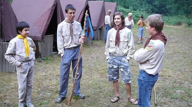 Skauti, kteří táboří ve Slavoňově, skládali zkoušku Tři orlí pera.
