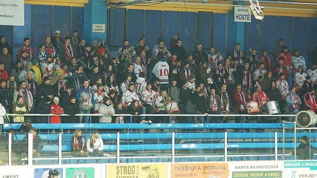 Fanoušci Mory v Šumperku během derby s Draky