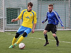 Šumperští fotbalisté (ve žlutém) si doma připsali jasné vítězství