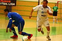 Delta Real (bílé dresy) v utkání s brněnským Tangem