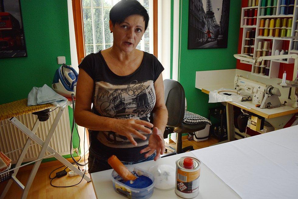 Libuše Strachotová z Postřelmova je uměleckou vyšívačkou.